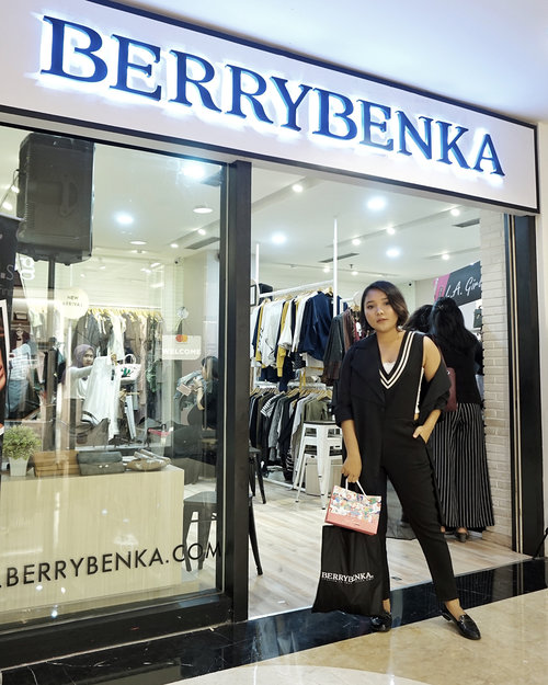 #Throwback at @berrybenka x @clozetteid event 🖤 . .  I'm using jumpsuit and outer from @berrybenka Label . . .  #clozetteid #meandberrybenka #berrybenkastore #berrybenkalook #fashionenthusiast #fashionstyle #monochrome #blackoutfit #ootd #ootdlidya #outfitoftheday #lookbook #ootdindo
