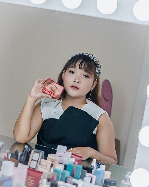 Seneng banget hari ini aku bisa belajar korean makeup pakai produk favorite aku @moonshot_idn dan diajarin sama @kyranayda 💖 .  Btw aku sesuka itu sama eyeshadow palette terbaru dari Moonshot! Pigmented dan glitter nya cakep bgt  Thank you @moonshot_idn dan @clozetteid . . .  #moonshotindonesia #clozetteidxmoonshot #ClozetteID #motd #makeup #lidyamakeup #beauty #indobeautysquad #beautyenthusiast #makeuptutorial #makeupvideos #videomakeup #ootdlidya #ootd #makeupoftheday #Lidyareview
