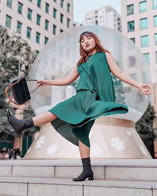 Last christmas i give you my ❤️ . 👢+ 👜 : @berrybenka .  Dress : @shopee_id @shopeefashion_id . . .  #ootdlidya #ootd #outfits #fashion #outfitinspiration #style #outfitoftheday #clozetteid #outfitideas #streetstyle #fashionstreet #ootdstreet #explorejakarta #jakartafashion #christmasoutfit #ootdchristmas #christmasstyle #christmasootd