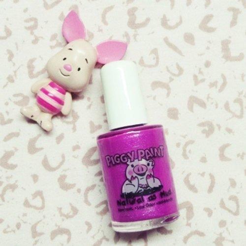 Kuteks aman buat anak-anak dan gampang dibersihinnya? Piggy Paint pastinya!  Check my @piggy_paint_indonesia review on my blog!  #nailpolish #saveforkids #nontoxic #BBMeetUp #blogger #ClozetteID #nail