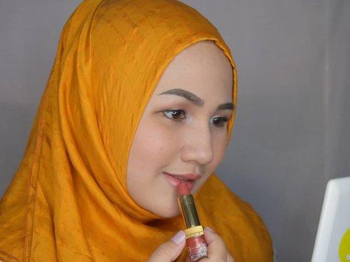 "<div class=""photoCaption"">Salah satu alasan aku masih suka pake lipstick model klasik begini adalah: ga ribet aplikasinya dan ga perlu takut bleber. Buat ngikutin bentuk bibir jauuuuhh lebih mudah kebanding pake lippen bentuk cair. Siapa disini yang masih suka pake lipstik?? Atau udah berpindah ke lipcream semua? 😆😆😆 Make Up Details:👩Complexion@roseallday.co The Realest Foundation👁 Eyes@juviasplace Saharan Pallete, in Zulu@maxfactorindonesia eyeliner💄Lips@esteelauderid Lipstick <a class=""pink-url"" target=""_blank"" href=""http://m.id.clozette.co/search/query?term=fotdibb&siteseach=Submit"">#fotdibb</a>  <a class=""pink-url"" target=""_blank"" href=""http://m.id.clozette.co/search/query?term=bbloggerid&siteseach=Submit"">#bbloggerid</a>  <a class=""pink-url"" target=""_blank"" href=""http://m.id.clozette.co/search/query?term=indobeautygram&siteseach=Submit"">#indobeautygram</a>  <a class=""pink-url"" target=""_blank"" href=""http://m.id.clozette.co/search/query?term=clozetteid&siteseach=Submit"">#clozetteid</a>  <a class=""pink-url"" target=""_blank"" href=""http://m.id.clozette.co/search/query?term=fdbeauty&siteseach=Submit"">#fdbeauty</a>  <a class=""pink-url"" target=""_blank"" href=""http://m.id.clozette.co/search/query?term=indonesianbeautyblogger&siteseach=Submit"">#indonesianbeautyblogger</a>  <a class=""pink-url"" target=""_blank"" href=""http://m.id.clozette.co/search/query?term=BPers&siteseach=Submit"">#BPers</a>  <a class=""pink-url"" target=""_blank"" href=""http://m.id.clozette.co/search/query?term=bloggerceriaID&siteseach=Submit"">#bloggerceriaID</a>  <a class=""pink-url"" target=""_blank"" href=""http://m.id.clozette.co/search/query?term=bloggerceria&siteseach=Submit"">#bloggerceria</a>  <a class=""pink-url"" target=""_blank"" href=""http://m.id.clozette.co/search/query?term=bloggerperempuan&siteseach=Submit"">#bloggerperempuan</a>  <a class=""pink-url"" target=""_blank"" href=""http://m.id.clozette.co/search/query?term=fotdibb&siteseach=Submit"">#fotdibb</a>  <a class=""pink-url"" target=""_blank"" href=""http://m.id.c"
