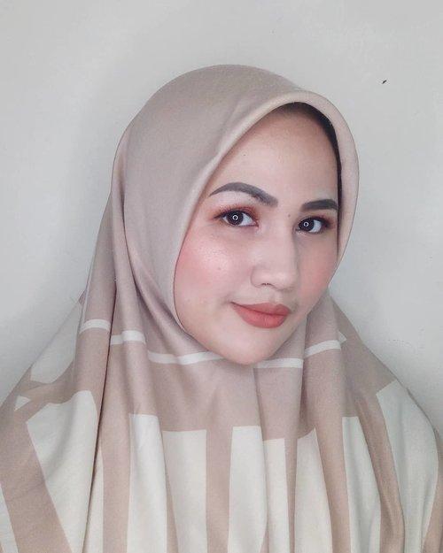Hari ini aku bingung mau buka puasa pake apa. Coba tolong kasih saran enaknya makan apa sodari-sodari?#fotdibb #bbloggerid #indobeautygram #clozetteid #fdbeauty #indobeautyblogger #indonesianbeautyblogger #BPers #Beautiesquad #bloggerceriaID #bloggerceria #bloggerperempuan #fotdibb #indonesianfemaleblogger #beautybloggerID #bblogger #bloggerjakarta #femalebeautyblogger #indonesianfemalebloggers #hijabblogger #hijabblog #bloggerhijab #hijabstyle #hijaboutfit #hijabclubindo @indobeautyblogger @bloggerperempuan @femalebloggersid @bloggerceriaid