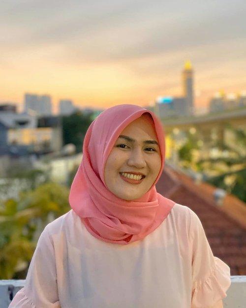 Foto 1: Pose senyum baru kenalFoto 2: Silly face, silly gesture kalo udah lamaaaa kenal 😆😆..Make Up Details:💄Lips@getthelookidLes Macarons Infinite Spice..#fotdibb #bbloggerid #indobeautygram #clozetteid #fdbeauty #indobeautyblogger #indonesianbeautyblogger #BPers #Beautiesquad #bloggerceriaID #bloggerceria #bloggerperempuan #fotdibb #indonesianfemaleblogger #beautybloggerID #bblogger #bloggerjakarta #femalebeautyblogger #indonesianfemalebloggers #hijabblogger #hijabblog #bloggerhijab #hijabstyle #hijaboutfit #hijabclubindo @indobeautyblogger @bloggerperempuan @femalebloggersid @bloggerceriaid