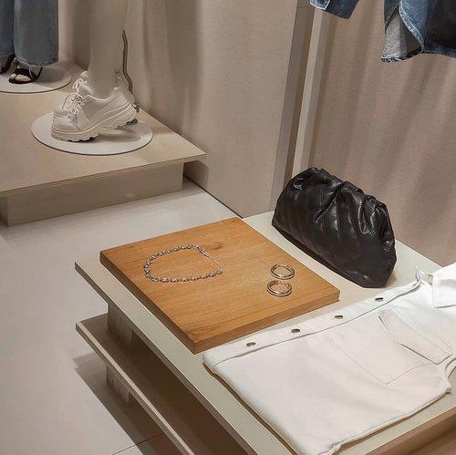 Retail-therapy. @hm #hmindonesia