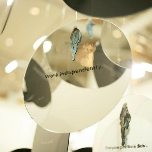Creativity can truly be achieved in any form. Merely using circle shaped mirror with engraved quotes on, no wonder could be this appealing and meaningful. _  I truly appreciate all artists who are involved in @artjakarta 2018. Head over heels! 😍 If i showcase some of my fav artworks there, on my blog. Are you guys interested to hop over? . . . . . #art #installation #artjakarta #lifestyle #clozetteid