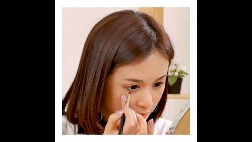 Hai Beauty People!  I'm back!  YUK! YANG MAU TAU CARA Bikin EYELINER sesuai BENTUK MATA, silakan merapat!! . . Udah lama ya, aku ga ngomong di depan cemera. Dah lama bangett.. Makanya, kali ini kalian puas2in yak! 🤣🤣 Btw, you can watch the full version by clicking the link on my bio  #beauty #makeup #makeuptutorial #howtomakeeyeliner #eyelinertutorial #skward #hicharis #clozetteid #charisceleb #ragamkecantikan @ragam_kecantikan