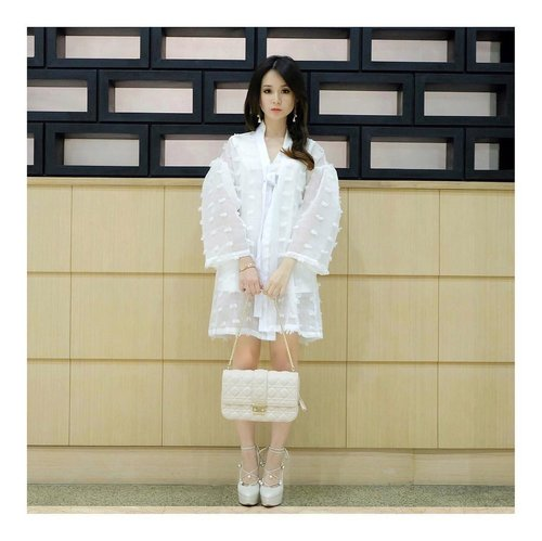 Create your own shine . . White outer : @danjyohiyoji  Bag : @dior  Shoes : @brideandyou . . . #lookbookindo #lookbook #lookbookindonesia #ootd #ootdindo #ootdmagazine #ootdkpop #blogger #kpop #potd #streetstyle #instalookbook #kstlye #fashionstyle #fashiondiary #workfashion #instafashion
