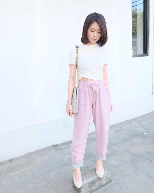 Have a great day all!! Hari ini aku mau santai2 and finish my korean drama. Kalau kalian ngapain? . . #ootd #ootdindo #clozetteid #charisceleb #koreanootd #white #whywhiteworks #outfitoftheday #instastyle #fashion #style #fashioninsta #fashiondaily #fashionaddict #lifestyleblog #bloggerstyle #koreanlook #girls #asiangirls #potd #lookbook #lookbookindo #ootd #ootdindo #ootdmagazine #ullzang #styleblogger .