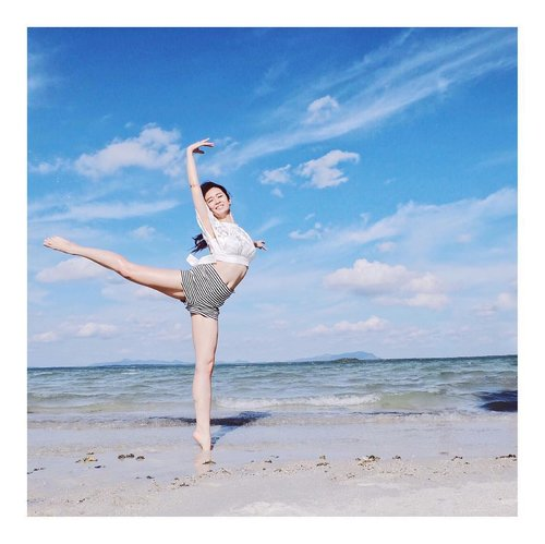 Dance on the beach 😎 . . Top bt @mdsindonesia @mdscollections  Pants by @berskhaindonesia . . #likeforcomment #picoftheday #like4like #look #instalike #igers #instagood #followme #instacool #instadaily  #instagold #instadaily #picoftheday  #clozetteid #beautynesiamember #charisceleb #hicharis #beautifuljournal  #indobeautygram #lykeambassador