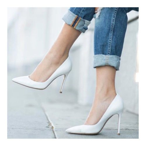 I love white shoes hemm... or maybe nude shoes. How about you? . . #whiteshoes #shoesoftheday #lookbooklookbook #lookbookindonesia #clozetteid #charisceleb #hicharis #fashion