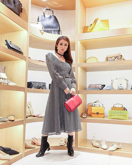 Congratulation @berrybenka for the opening store with new concept at @pondokindahmall.pim  Red bag and black boots from @berrybenka  Dress by @keepsakethelabel  Styled by @styletheoryid  Earrings by @mydoublef.id  Belt by @hermes . . #ootd #ootdindo #outfitoftheday #instastyle #stylefashiondaily #fashionaddict #bloggerstyle #lookbook #lookbookindo #ootdmagazine #styleblogger #fashionpost #styleinspiration #dailystyle #clozetteid #ShoxSquad #outfitsociety #vsco  #셀스타그램 #팔로우 #오오티디 #패션 #데일리 #일상 #fashiongram #fashionvibes