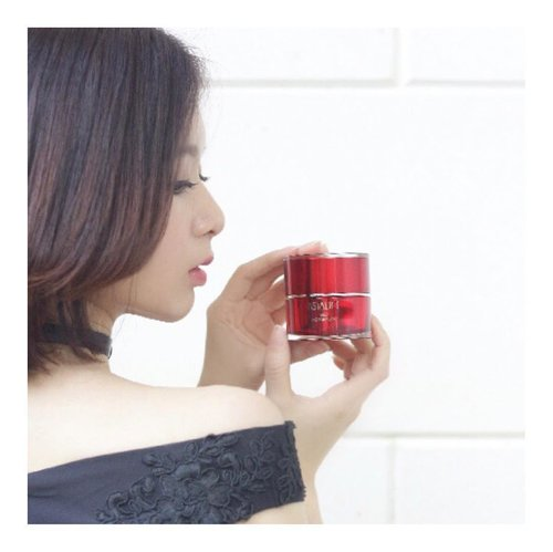 Good morning My Jelly Aquarysta @astalift_indonesia . . Thank you for helping me yesterday 😀 to calm down my skin . .  Red in the middle of black and white . . #astalift #astaliftindonesia #jellyaquarysta #beautybloggerid #beautybloggerindo #charisceleb #clozetteid l #charisceleb #hicharis #beautifuljournal  #LYKEambassador #LYKEootd #LYKEbyAGNEZMO #beauty #koreanbeauty