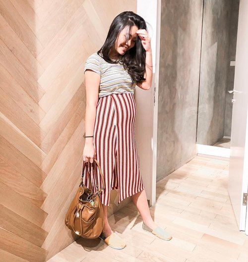 #19weekspregnant : To pee or not to pee, that is never the question. Always pee. 🤰  #clozetteid #ootd #lookbookindonesia #stylediary #bumpie #ootdindo #wiwt #stripestyle #indonesianblogger #bloggerlife #preggerslife