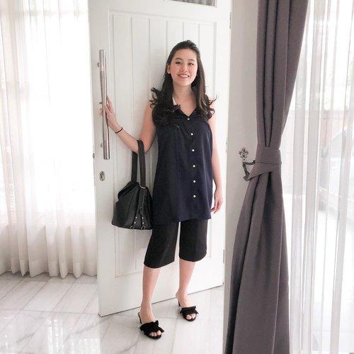 Attract positive things by thinking positively ✔️ #stylediary #clozetteid #ootd #lookoftheday #whattowear #momlife #nursingwear #lookbookindonesia #styleinspo