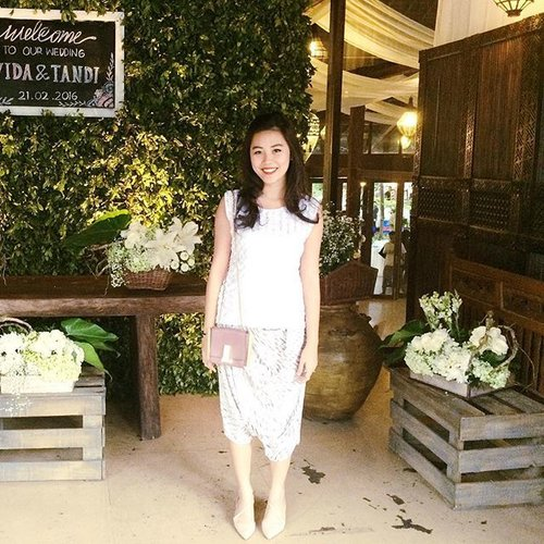 White party at wedding number one today. Light but lovely ambience, I love. Details on my #snapchat: wynneprasetyo ♥️ #clozetteid #ootd #wiwt #whiteparty #allthingswhite