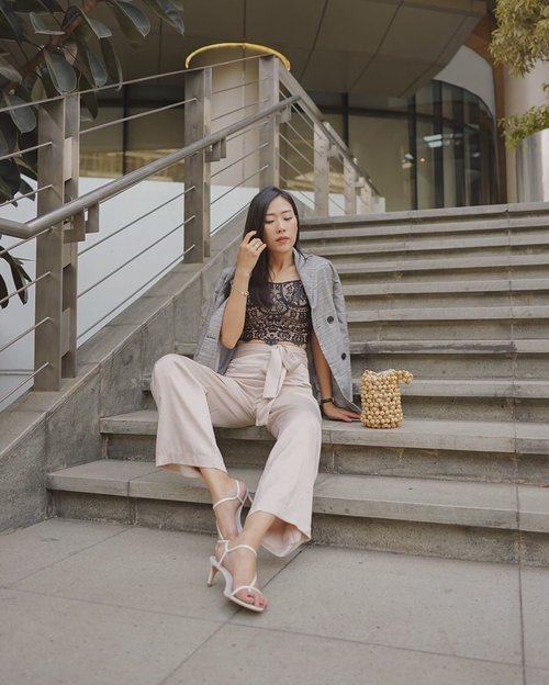 daily work attire —— not to much, simple yet neutral color to attend this midweek meeting, just fall in love with @pomelofashion 's pieces 💞 #pomelo #trypomelo