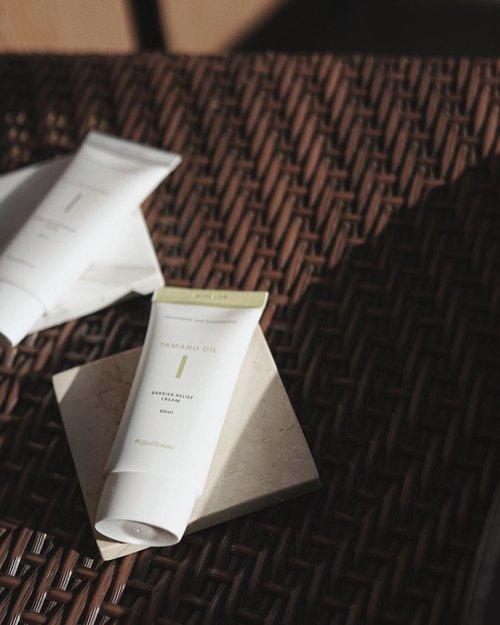 ga mau bosen2 ingetin kalian kalo kulit muka tuh butuh banget asupan gizi, ga cuman tubuh doang, selain serum, moisturizer cream juga salah satu tahapan penting skin-care loh! ✨_____________aku cobain @bellflower_global cream selama 3mingguan dan beneran suka sih dengan hasilnya, ga cuman packagingnya yang cantik, habis pemakaian juga ngefek banget dikulit. ______________nah, ini dia kandungan dan manfaatnya 👇🧷 #TamanuOil Series memiliki kandungan untuk kontrol minyak berlebih, membantu menghilangkan bekas jerawat tapi tetep moisture ya🙌🏻🧷 #Glutathione Series mengandung anti oksidan, free radical dan membuat kulit tampak awet muda.yang ketemu aku cus buktiin sendiri kondisi kulit aku kaya gimana 🤗🙈#bellflowercos