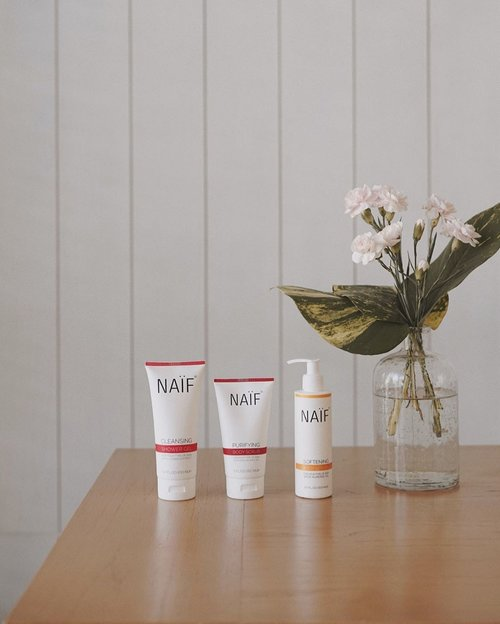 one of the best solution to protect your skin @naifcare_id —— as you know my daily job as an officer, a day with air conditioner and use public transport to go to there, the air pollution has had major effects on the skin, so I want to share to you guys best product from #netherlands include body lotion, body scrub and shower gel to have a good skin. ——why i love @naifcare_id products ? yes, their use the right active ingredients which mean its good to your skin without damage, free of SLS and SLES, and no-nonsense skincare exactly that what we need. #MyNaifStory #NoNonsenseSkincare #SimplicityAtItsBest