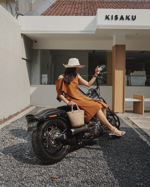 strolling around jakarta with this bike, yes i hope 🤪 anw i am wearing new arrival items from @lebijoushop —— an summer looks for modern sophisticated modern women, totally in love! ✨