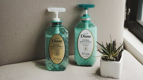 nah ini dia #MyPerfectBeautyHair versi aku, selama ini karena rambut suka rontok jadi lebih tipis dan lepek, semenjak pake shampoo dari @moistdianeid , ga ada lagi yang namanya rambut lepek, rambut juga ga bercabang dan terlihat lebih sehat ✨ ———di video ini aku lebih fokus ke hasil rambut setelah pemakaian shampoo, karena aku yakin kalian udah familiar tentang produk ini dan tau betapa ampuhnya shampoo ini 💯beberapa waktu lalu, aku abis coloring dan ga takut rambut kering, karena @moistdianeid beneran se-moisture itu! tampil cantik dan percaya diri hanya dengan shampoo @moistdianeid ♥️#MoistDianeID #MoistDaineVideoCompetition