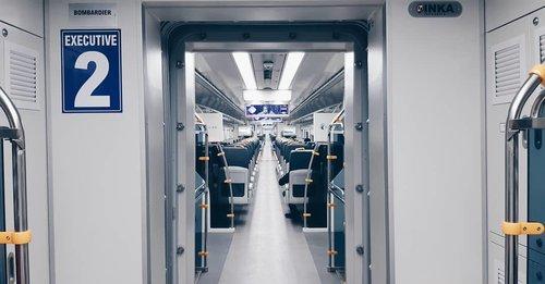 Mumpung sendiri, mumpung gak terburu-buru, akhirnya pilih menikmati perjalanan ke Bandara Soekarno-Hatta dengan cara lain yaitu menggunakan kereta bandara..Berangkat dari Stasiun Duri karena kebetulan dekat. Ternyata kereta masih dalam kondisi lowong dan sepi. Perjalanan berkisar 30-40 menit saja dengan harga tiket 70 ribu rupiah. Kalau beli tiket di website atau aplikasi Railink ada diskon..Sampai Stasiun Bandara Soetta, kita harus lanjut ke terminal pakai Skytrain. Nunggu Skytrain sekitar 5 menit, lanjut naik skytrain ke terminal 8 menitan. Lalu lanjut jalan lagi dari shelter skytrain ke terminal ya kalau santai 5 menit juga. .Kesimpulan sederhana menggunakan transportasi ini cocok kalau waktunya luang (kalau ditotal ya hampir 1 jam juga) 😁atau emang pengen sendiri kayak lagi males ngobrol sama orang..Cerita lengkap bisa dilihat di blog https://fainun.com/pengalaman-naik-kereta-bandara-ke-soekarno-hatta-airport/amp/..#KeretaBandaraSoekarnoHatta #TransportasiBandaraSoekarnoHatta#blogger #lifeasblogger #familyblogger #bloggerperempuan#Emak2Blogger #KEB #BloggerPalembang #BloggerPalembangKumpul #familybloggerindonesia #momblogger #emakblogger #palembangblogger  #lifestyleblogger #KEB #bloggercihuy #bloggerindonesia #ClozetteID #mombloggerpalembang #ihblogger #hijabblogger#travelblogger #travelbloggerindonesia #womantravelblogger #familytravelblogger