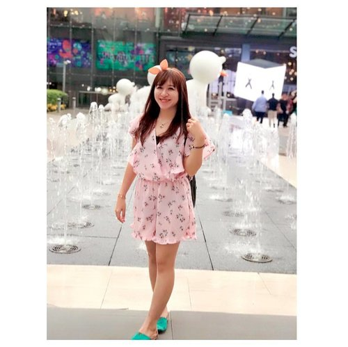 """""""Your smile will give you a positive countenance that will make people feel comfortable around you."""" — Les Brown  #clozetteid #starclozetter #beautyblogger #blogger #indonesianbeautyblogger #ootd #potd #asian #cottonon #thailand #siamparagon #wakai #pink #girl #ulzzang #fotd #throwback #holiday"""