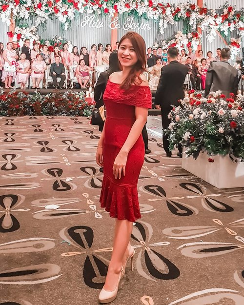 """One of the simplest ways to stay happy is by letting go of the things that make you sad."" –Tinku Razoria-  #happywedding #clozetteid #beauty #beautyblogger #ladyinred #reddress #chocochipsboutique #beautyblogger #indonesianbeautyblogger #blogger #wedding #adyjovrney #girl #smile"