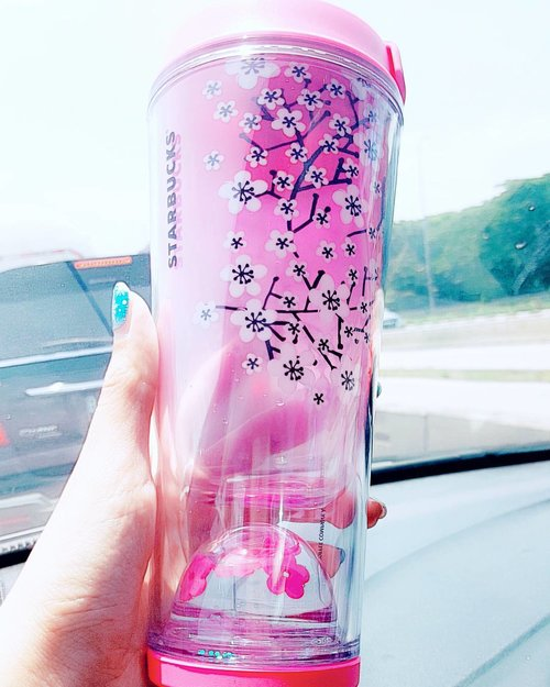 Mood booster!! Thank you @ndruww 😍  #starbuckscoffee #starbucks #starclozetter #clozetteid #sakura #starbuckssakura #starbuckssakurajapan #lovely #tumblr #pink #girly #flower #Japan