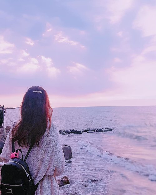 Letting go means to come to the realization that some people are a part of your history, but not a part of your destiny. —Steve Maraboli-  #clozetteid #starclozetter #clozetteid #quote #past #fotd #potd #girl #bluesea #sky #beautyblogger #indonesianbeautyblogger #blogger #beautifulsky #relax #home