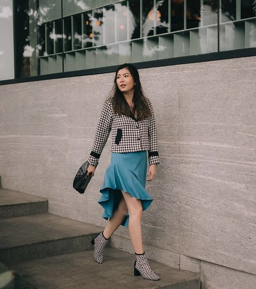 Twirling here and there in @pomelofashion Ruffle Asymmetrical pencil skirt with a vintage touch of @mbymischa houndstooth blazer💃💃 The man behind this pics @cny12  #iampomelo #trypomelo #lookbookindonesia #lookbooknu #looksootd #cgstreetstyle #ggrepstyle #clozetteid #mbymischaweekend