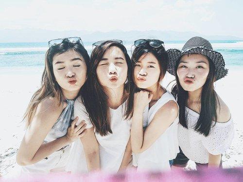 Four kisses from four of us 😙 #GiliBabes #GiliTrawangan #BarceBabesVacay #exploregili #exploreindonesia #clozetteid