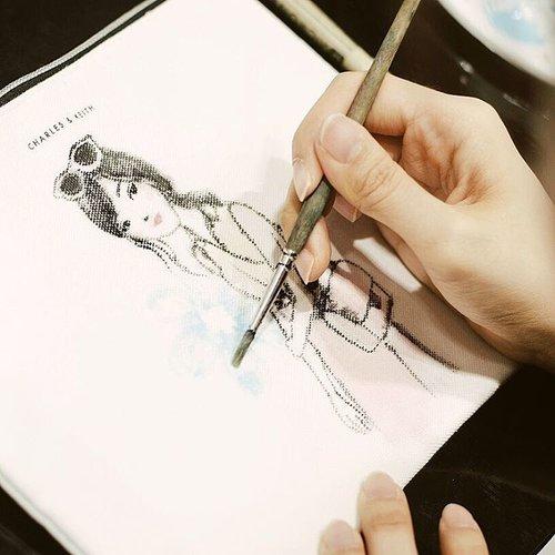 Still about yesterday's Grand Opening of @charleskeithofficial x @pakuwonmallsby , loving my personalized illustration pouch from @renataowen 😍😍 swipe for moreee 💋💋 #CHARLESKEITHCURATES #CHARLESKEITHSS17 #CHARLESKEITH_ID #clozetteid #eventsurabaya #otrootd #lookbookindonesia #ootdindo #ggrepstyle #cgstreetstyle #looksootd