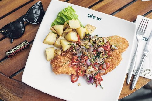 Lunchh timeee!! Currently enjoying @excelsocoffee Dory sambal mataahhhh, who can resist the pleasure if sambal matahh 🤤🤤🤤#excelsocoffee #breaktime #clozetteid