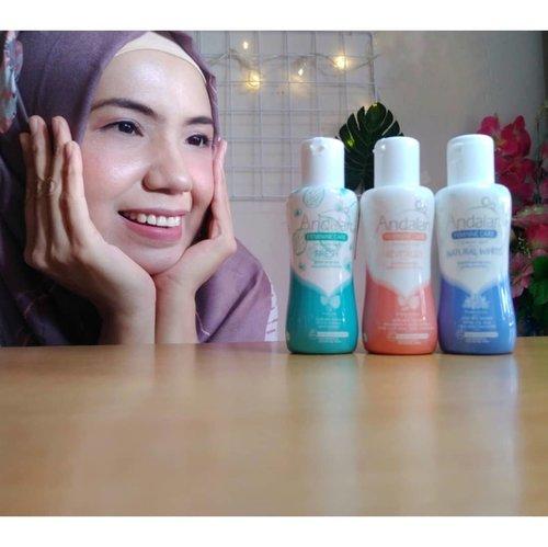 Beberapa waktu lalu,  saya mendapatkan socobox dari @sociolla sebagai salah satu pemenang giveaway yang diadakan bersama @andalanfemininecare   Dan isinya,  ada 3 varian produk Andalan Feminine Care Intimate Wash Varian Revitalize,  Fresh dan Natural White.   Dan setelah saya kepoin dengan nyobain tentunya...   Beginilah review lengkapnya..  Mmm...  Baca di blog aja deh,  hahahaha.   www.beautybyrey.my.id  Atau klik link  https://www.beautybyrey.my.id/2020/07/review-andalan-feminine-care-intimate.html   Link di bio ya...   @beautyjournal   #BeautyJournal  #SocoBox #SocoID  #SocoReview  #Sociolla #andalansetiapmomen  #andalanxsocobox  #andalanfemininecare  #BeautyBlogger  #ClozetteID 