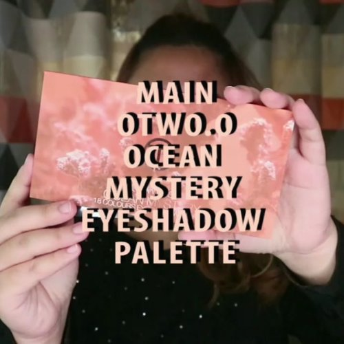 Mainin Palette Otwo.o Ocean Mystery! .Asli ini palette baru dimainin beberapa waktu lalu. Padahal belinya bulan lalu! Ahahhaa..Ga sabar mainin palette ini cobain warna lainnya. Asli ini warnanya cakep - cakep. Udah gitu gampang buat di blend, uh su luv! ..🌈 @lagirlindonesia @lagirlcosmetics Pro concealer, foundation🌈 @maybelline stay matte foundation, Fit me Blush🌈 @fanbocosmetics eyebrow pencil🌈 @viva.cosmetics powder🌈 Catrice Bronzer🌈 @thebalmid Marry Loumanizer🌈 @absolutenewyork_id Matte Made in heaven lipcream🌈 @innisfreeindonesia @innisfreeofficial aurora edition lipglow.... .#reginapittutorial#reginapitcom #bvlogger #bvloggerid #indobeautygram #Clozetteid  #indonesiababeutterfly  #sbybeautyblogger  #beautiesquad  #indovidgram #indovlogger  #beautybloggerindonesia