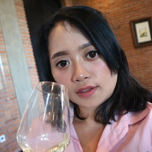 Hello Everyone! Yesterday I was invited to @hattenwines to join their wine pairing class. I got so many information and learn some pro tips. My favorite so far is Alexandria it taste so fruity and refreshing. Will write my exprience more on www.akucantikkk.com #clozetteid #balibeautyblogger #bbbxhattenwines