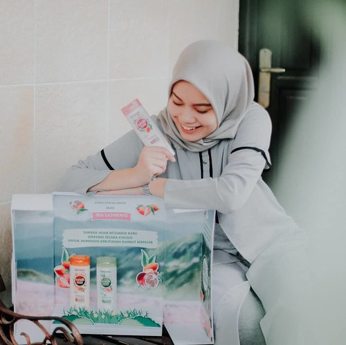 "<div class=""photoCaption"">Since Ramadhan will be coming in a month, prepare and pamper yourself with @SunsilkID Sunsilk Hijab Recharge series now! Dengan kesegaran hingga 48 jam, jadi ga bakalan bikin kepala pusing karena rambut lepek tertutup hijab ✨.Let's try now and free to share me your experience using @SunsilkID hijab shampoo series! Gue udah cobain Refresh & Hairfall Solution nih, trus rambut rontok berkurang ga sih?And I'd love to say..yes!. <a class=""pink-url"" target=""_blank"" href=""http://m.clozette.co.id/search/query?term=SunsilkHijabSister&siteseach=Submit"">#SunsilkHijabSister</a>  <a class=""pink-url"" target=""_blank"" href=""http://m.clozette.co.id/search/query?term=UncoverPossibilities&siteseach=Submit"">#UncoverPossibilities</a>  <a class=""pink-url"" target=""_blank"" href=""http://m.clozette.co.id/search/query?term=Kesegaran48Jam&siteseach=Submit"">#Kesegaran48Jam</a> <a class=""pink-url"" target=""_blank"" href=""http://m.clozette.co.id/search/query?term=ClozetteID&siteseach=Submit"">#ClozetteID</a></div>"