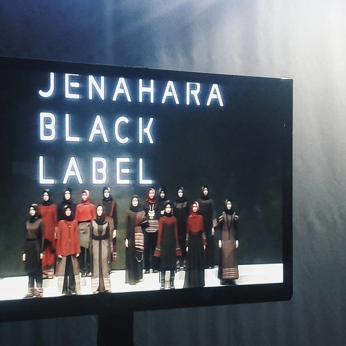 Sorry for the bad quality pic but I appreciate all the hardwork, even lots of drama happened, but it ends beautifully, right?Proud being part of the team! Thank you for letting us in to this project 💎.#jenaharateam #jenaharablacklabel #internshiplyfe #IFW2017 #ClozetteID