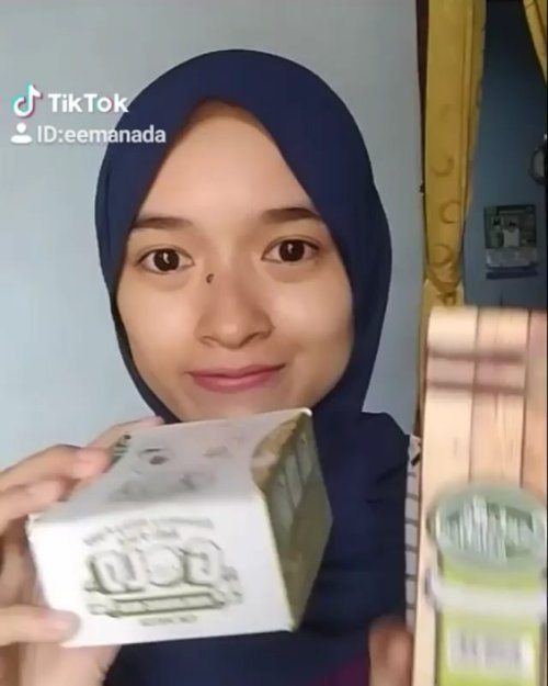 .Mencoba aplikasi @tiktok untuk pertama kalinya 😂. Disini aku pakai 2 skincare dari @elizavecca_ yaitu :🍀Elizavecca Centella Asiatica 100%🕶️ Elizavecca Gold Hyaluronic Acid Eye Patch#elizavecca #skincare #skincarereview #tiktok #skincareindonesia #skincarecollection #beauty #beautycommunity #sociollabloggernetwork #ClozetteID #beauty