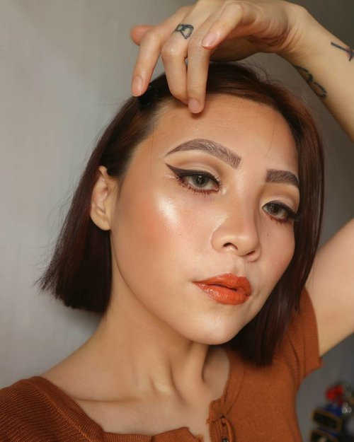Challenge accepted. Finish result of recreating @desiperkins 's sculpted look. I wish my skin would look like this eerrrrday 🏖️ . Deets @tartecosmetics pro palette shade Smoked for winged liner @morphebrushes contour palette Falsies @meisabulumata  @benefitindonesia ka-brow Highlighter @hourglasscosmetics ambient palette 💄@makeoverid lip amplify exposed + @getthelookid Color riche 640 + @mineralbotanica Lip glaze Corona . . #sigma #sigmasculpt #sigmasculpt @sigmabeauty @shaisigma #fakeupfix #makeupforbarbies2 #anatasiabeverlyhills #peachyqueenblog #abhbrows #bretmanvanity #nyxcosmetics_indonesia #amrezyshoutouts  #beautygram#morphebrushes #instamakeup #undiscovered_muas #morphebabe #slave2beauty #wakeupandmakeup #makeupobsession #fiercesociety #bunnyneedsmakeup #hypnaughtymakeup #makeupinspiration #clozetteid #beautybay
