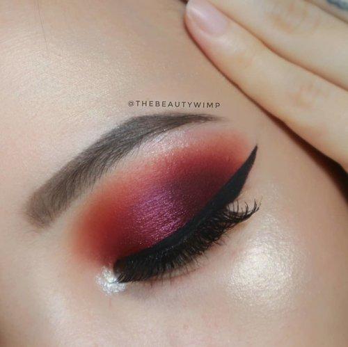 Still in 🍇🍇🍇 mood 🔙STEP BY STEP TUTORIAL ON PREVIOUS POST🔙 . Deets : @maybelline fashion brow duo shaper @shophudabeauty @hudabeauty dessert dusk palette @jcatbeauty melrose ave . . #clozetteid @clozetteid #beautybloggerindonesia #eyeshot  #anatasiabeverlyhills #eyeshadowtutorial #eotd  #beautygram#surabayabeautyblogger #instamakeup #undiscovered_muas  #wakeupandmakeup #fiercesociety #morphebrushes #hudabeauty #hypnaughtymakeup #sigmabeauty . .