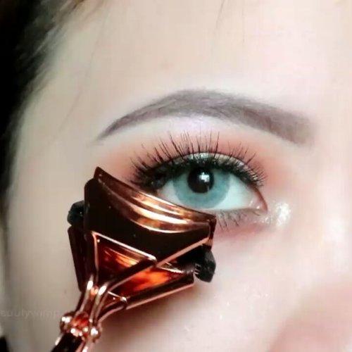 A quick demo using eyelash kit set @iamaddicted x @ruvvlash Detail pictures click link on my bio ⬆⬆ . . #clozetteid #beautybloggerindonesia #eyeshot #beautygram #makeupblogger #eyetutorial  #anatasiabeverlyhills #eyeshadowtutorial #eotd #beautyblogger #indobeautygram #instabeauty #abhbrows #bretmanvanity #juviasplace #beautygram#morphebrushes #instamakeup #undiscovered_muas #beautycommunity #wakeupandmakeup #fiercesociety #morphebabe #hypnaughtymakeup #beautycreations #sigmabeauty #flawlesssdolls . . .