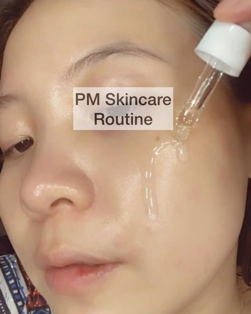 "⁣ PM Skincare Routine⁣ ⁣ Jangan lupa skincare-an walaupun km bilangnya ; ""aku tu gak ribet ribet amat kalo skincare""⁣ HEY MBYAK KULITMU JG BUTUH MAKAN SAMPE KENYANG ⁣ ⁣ Im so keen that somee of these products Im using are mostly new in !! ⁣ Mind you, ini sudah double cleansing ya.⁣ ⁣ Toner @koreanaestheticskincare_id Peony Bright & @avoskinbeauty Retinol Toner⁣ Serum @radiskin.id Hyaluronic Acid Serum⁣ & @votre_peau peptide serum⁣ Eye Cream @lastella_official Premiere Ampoule Go get it at my Charis Shop⁣ Night Cream @votre_peau ⁣ ⁣• ⁣Ps. Belum berani review semua ya karena masih baru ⁣ ⁣ . . . ⁣ ⁣ #beautygoersid #instamakeup  #makeuptutorial  #beautyenthusiast  #100daymakeupchallenge #makeupfeed #unleashyourinnerartist #creativemakeup  #makeuptutorial @setterspace @tampilcantik  @cchanel_beauty_id @tips_kecantikan  @popbela_com  #makeuplooks #wakeupandmakeup #clozzeteid #sigmabrush #clozetteid #slave2beauty #wake2slay #eyeshadowtutorial  #amrezyshoutouts #undiscovered_muas #inssta_makeup #makeupaddict #featuremuas #morphebabe #beautyunderyourinfluencer"