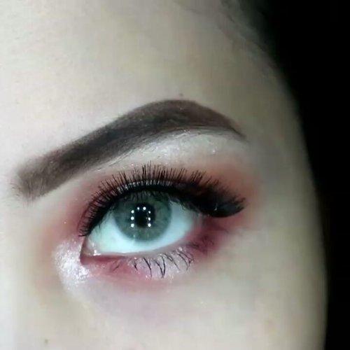 Red Halo Eye ❤ Tutorial of my previous look . Deets @anastasiabeverlyhills dipbrow pomade ebony @makeuprevolution flawless 3 resurrection from @ivabeaute . . . #clozetteid #beautybloggerindonesia #eyeshot #beautygram #makeupblogger #eyetutorial #makeupvideo #eyemakeuptutorial #ivgbeauty #anatasiabeverlyhills #eyeshadowtutorial #eotd #beautyblogger #indobeautygram #instabeauty #makeupmafia #beautygram #instamakeup #undiscovered_muas #cutcreasetutorial #wakeupandmakeup #fiercesociety #universodamaquiagem .