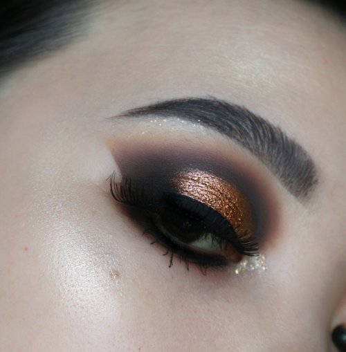 You'll never go wrong with smokey eye🍁🍂 . Deets #FoundationFree as per usual Soap Brow × @lagirlindonesia @lagirlcosmetics Shady brow Blackest black @beautycreations.cosmetics Cali glow (avail at @ivabeaute.id ) @morphebrushes 39 dare to date @anastasiabeverlyhills Prism Palette Falsies @lashnatic MARIGOLD . . #fakeupfix #makeupforbarbies #beautygram #makeupblogger #eyetutorial #makeupfeed #eyeshadowtutorial #anatasiabeverlyhills  #peachyqueenblog #abhbrows #bretmanvanity #juviasplace #beautygram #morphebrushes #instamakeup #undiscovered_muas #morphebabe #slave2beauty #bhcosmetics #beautycommunity  #wakeupandmakeup #makeupobsession #fiercesociety #hudabeauty #sigmabeauty @sigmabeauty @sadiesigma  #hypnaughtymakeup #makeupinspiration #clozzeteid #bhcosmeticspalette #bhcosmetics #clozetteid .