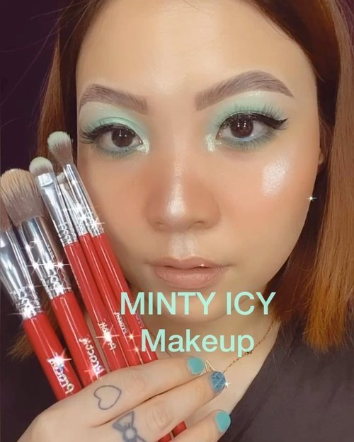 🧚🏻‍♀️🧚🏻‍♀️🧚🏻‍♀️🧚🏻‍♀️ ⁣ Sengaja bikin kuku warna minty2 gini di @ellerynail.id kemarin supaya matching sama palette Colourpop ini lo 😂⁣ ⁣ Deets (swipe left)⁣ @practk All Star Brush Set⁣ @sigmabeauty Eyeshadow primer, gel eyeliner⁣ @colourpopcosmetics Mint Eyeshadow, Hydrating Tinted Moisturizer⁣ @getthelookid Chocolate series lupa shade apa wkwk⁣ @toofaced Heart Blush⁣ @makeoverid trio highlighter⁣ ⁣ ⁣ ⁣ ⁣ ⁣ ⁣ ⁣ #beautygoersid #instamakeup  #makeuptutorial  #beautyenthusiast  #100daymakeupchallenge⁣ #makeupfeed #unleashyourinnerartist #creativemakeup  #makeuptutorial @setterspace @tampilcantik  @cchanel_beauty_id @tips_kecantikan  @popbela_com⁣  #makeuplooks #wakeupandmakeup #clozzeteid #sigmabrush #clozetteid #slave2beauty #wake2slay #eyeshadowtutorial  #amrezyshoutouts #undiscovered_muas #inssta_makeup #makeupaddict #featuremuas #morphebabe #beautyunderyourinfluencer ⁣