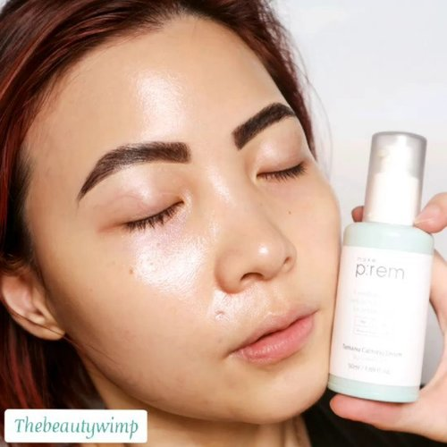 #MAKEPREM x @credithink Tamanu Calming Serum _____ This product comes in a pastel olive bottle with a pump which makes it easy to use.  As a serum, the texture itself is quite thick and firm. It is targeted for those with acnes, dry, dullness, & worn skin _ It spreads very easily, and has an olive color (just like the bottle does). I noticed a pretty strong tamanu scent, for me the closest thing to describe it , is temulawak. The smell pretty much lingers for like few mins, even after another layer of skincares the smell is still noticable. It's okay though, i dig jamu 😂 __ Despite of the scent, i gotta say that I love the formula. Since it is a emulsion-like, i find this serum is veeeery hydrating & extremely pleasant to use because it doesn't feel like a heavy layer. It absorbs nicely into the skin and works well on my dry skin.  Most days, i only wear this alone (skip moisturizer) and jump on my sunblocks right away.  __ . . . #abbeatthealgorithm #skincaredaily #skincareluxury #skincareroutine #skincareblog #skincareblogger #abcommunity #tamanu #skincareobsessed #skincareaddict #koreanskincare #kbeautyaddict  #selfcare #instaskincare #skincarediary #kbeauty #discoverunder9k #Clozetteid #clozzeteid