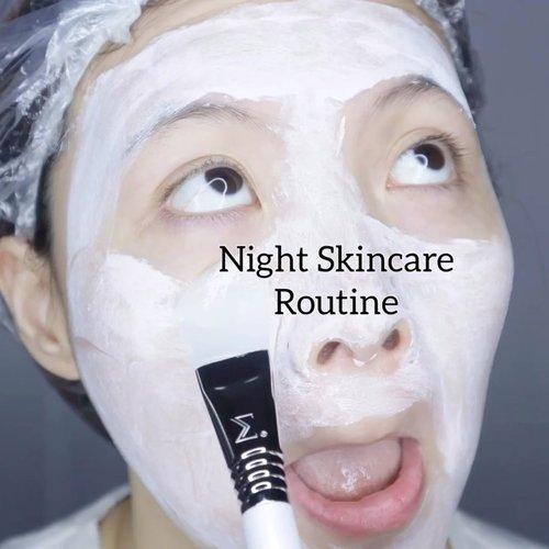 Skincare-an berasa fancy bener coy pake brush segala jujur aja 😂Jadi ini Night Skincare Routine full pake newly designed skincare brush dari @sigmabrushesTotal ada 6 brushes yang bisa kalian beli individually (berdasar kebutuhan aja)•* S01 Clay/Mud Mask™ - Apply thick masks onto skin* S02 Spatula™ - Scoop + mix skincare products * S05 Moisturizer™ - Gently apply moisturizer * S10 Serum™ - $16 USD Evenly apply liquid + gel serums * S15 Gel Mask™ - Swirl gel masks onto skin* S20 Eye Cream™ - Apply eye cream without tugging••Jadi pake skincare brush Sigma ini bisa mengurangi  tugging on the skin. Tekanan gitu biar ga mudah keriput.Lebih higienis karena terhindar dari bakteri tangan kita.Handle brush nya juga semua dijamin waterproof jadi ga mudah lepas tu kepala sm badan wkwk•And as usual ,All Sigma brushes are cruelty free, vegan along with 2 years warranty & hand-crafted--no two will be identical.•••Skincares I used in the video :Mask @joylabbeauty whipped cream maskToner @thayersnatural @naruko.indonesia Serum @makeprem x @credithink tamanu calming serumMoisturizer @always_be_pure Sleeping mask @lacoco.id