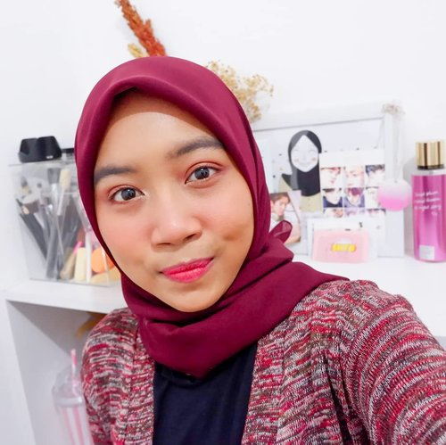 🇲🇨 Dirgahayu Indonesia ke 74th 🇲🇨..Hari ini karena 17 Agustus jadi ikutan pakai merah-merah, bukan merah-putih😅. Yang penasaran detail makeup ini nih :..@cottonyou.id Pollycotton Hijab@makeoverid Powerstay Correcting Primer Green@makeoverid Powerstay Demi-Matte Cushion W42@riveracosmetics Loose Powder@thesaemid Saemmul Wood Eyebrow 02@focallure 9 Colors Eyeshadow 05@eunyul_official Night View Longlash Mascara@catrice.cosmetics Blush Box 040 Berry@peripera_official Airy Ink Velvet 10@romandyou LipDriver 04 Don't Stop..#clozetteid #bvloggerid #femaledaily #beautiesquad #beautybloggerid #bloggerperempuan #indonesianfemalebloggers #bloggermafia #kbbvbeautypost #beautynesiamember #makeup #makeupenthusiast #makeupjunkie #bloggerceria #beautybloggerindonesia #블로거 #얼짱 #뷰티블로거 #ブロガー#美容ブロガー #kawaii #かわいい #hunnyeo #훈녀 #facetofeet #beautygoersid #dirgahayuindonesia74th #makeuplook #makeuptutorial @tampilcantik @indobeautygram @beautygoers @bunnyneedsmakeup @beautybloggerindonesia @bloggermafia @indobeautyblogger @femalebloggersid @facetofeet_id