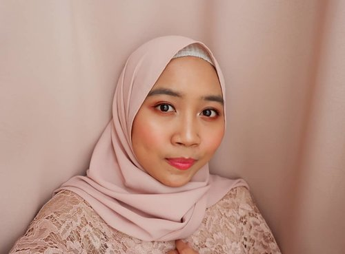 #throwback Akhir tahun 2018, ditutup dengan kondangan dan (lumayan) merasa berhasil makeup proper untuk acara formal😍 *walaupun alis  masih gak beres*😅.-----Detail :@lorealindonesia Infallible Pro Matte Foundation 106@riveracosmetics Loose Powder@thesaemid Eyebrow Pencil in Grey Brown@focallurebeauty 9 Color Eyeshadow 05@silkygirl_id Eyeliner@zoyacosmetics Mascara@eminacosmetics Cheeklit Blush On Cotton Candy@makeoverid Highlighter@romandyou Lipdriver shade Don't Stop @peripera_official Airy Ink Velvet shade Beautiful Coral Pink-----...#clozetteid #ggrep #beautygoersid #beautiesquad #beautybloggerid #bloggerperempuan #indonesianfemalebloggers #bloggermafia #kbbvbeautypost #makeup #makeupenthusiast #makeupjunkie #makeupkondangan #makeuplook #beautybloggerindonesia #블로거 #얼짱 #뷰티블로거 #ブロガー#美容ブロガー #kawaii #かわいい #hunnyeo #훈녀@tampilcantik @wakeupandmakeup @indobeautygram @beautygoers @bunnyneedsmakeup @beautybloggerindonesia @bloggermafia @beautynesia.id @indobeautyblogger @femalebloggersid @facetofeet_id